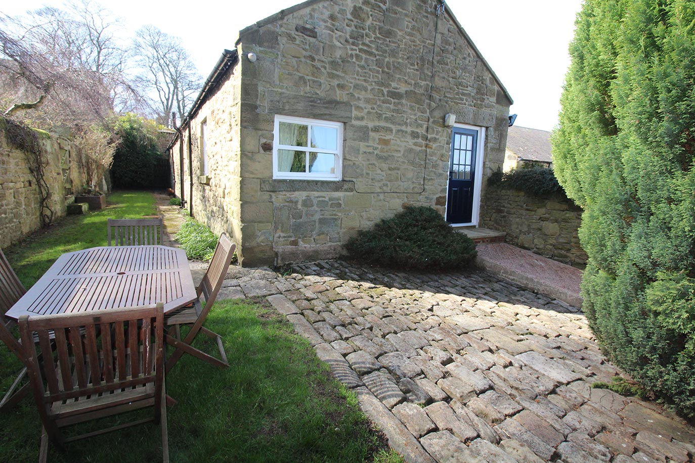 Pele Cottage private garden | Burradon Farm Houses & Cottages