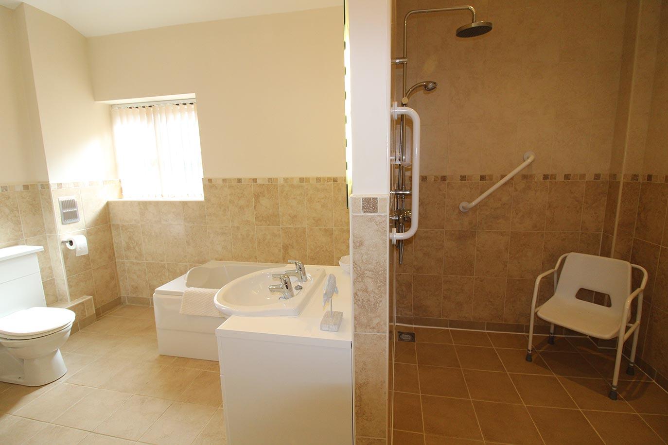 Wheatlands Cottage Master Bedroom en suite | Burradon Farm Houses & Cottages